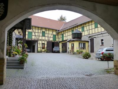 Blick in den Innenhof des Bauernhofs Weise in Dreba