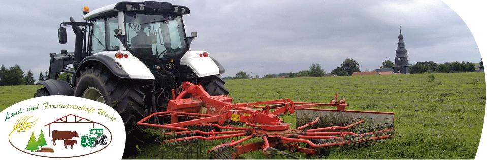 der Traktor bei der Arbeit